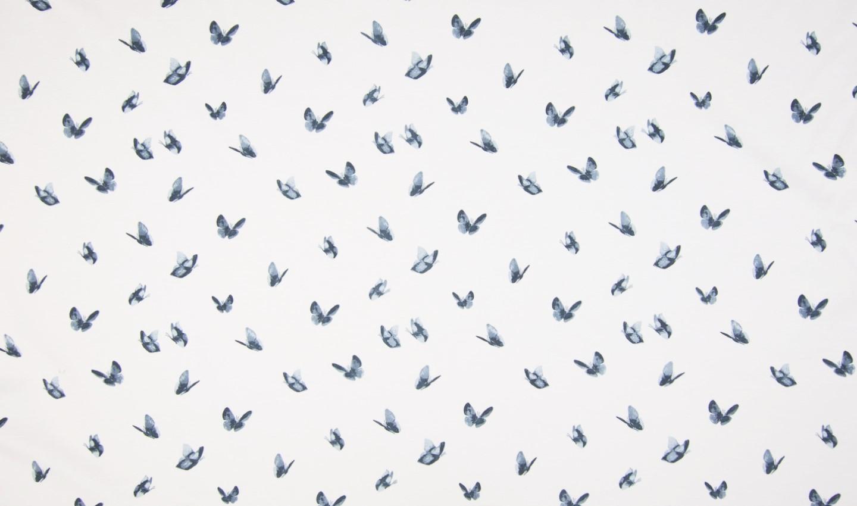 Baumwolljersey ecru mit graublauen Schmetterlingen