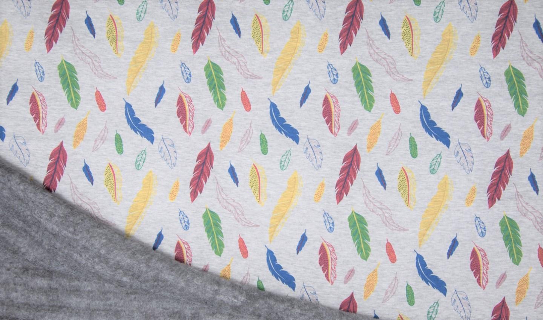 Alpenfleece hellgrau meliert mit bunten Federn