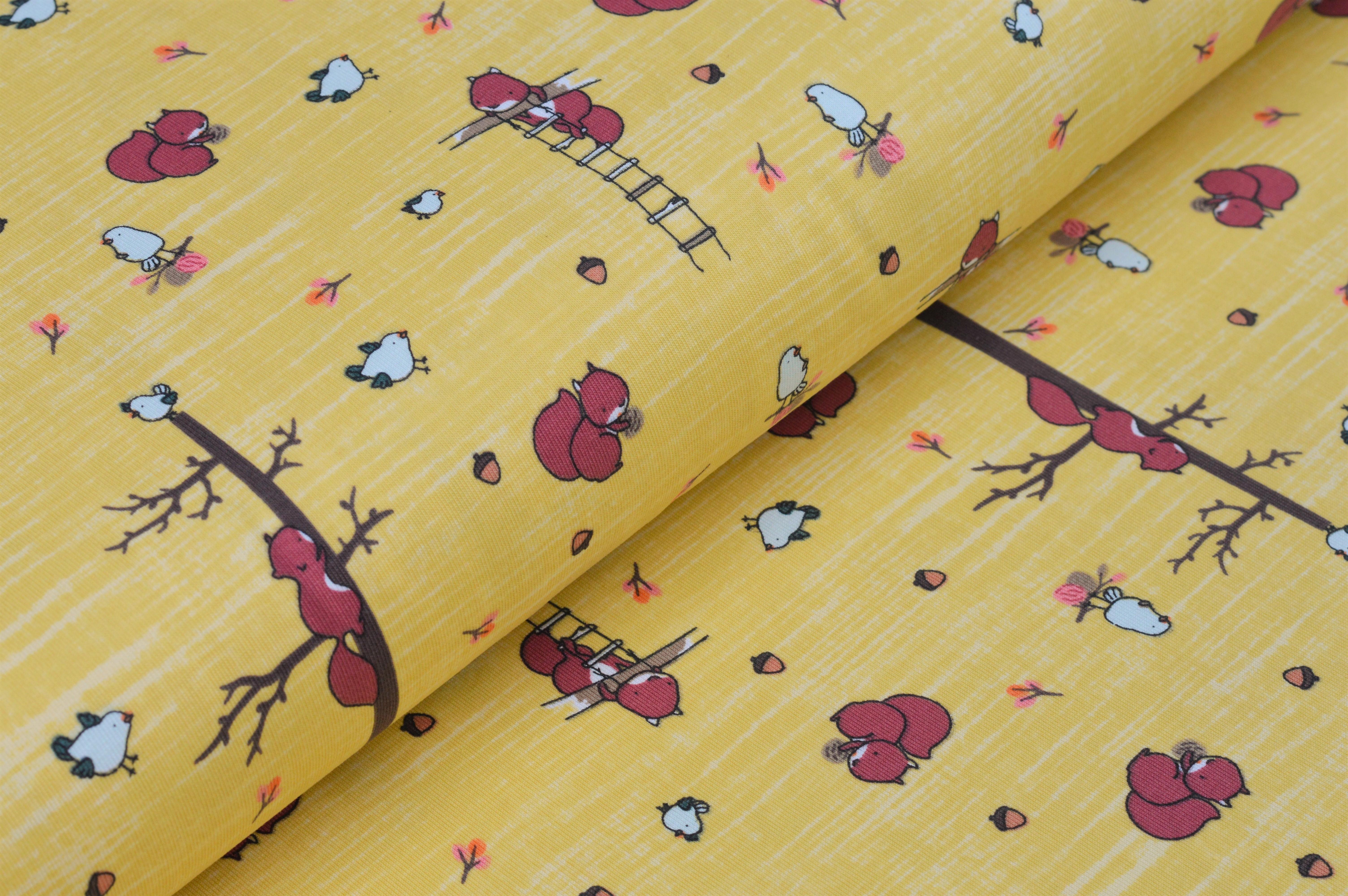 Baumwolljersey gelb mit Eichhörnchen und Vögel